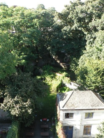 Caravan'Serail: View of the garden from the attic room