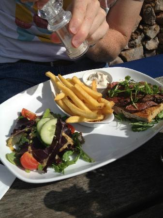 Cary Arms & Spa: Open rump steak sandwich, perfectly cooked but could have been a bit bigger!