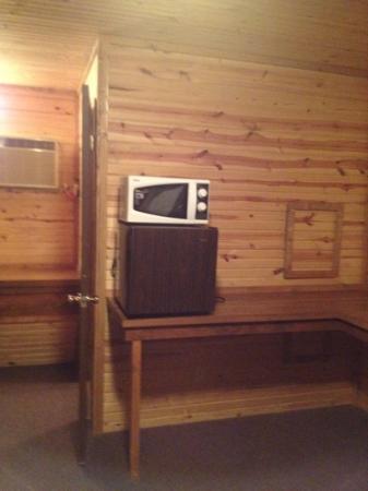 Big Spring Road Motel : ثلاجة وميكروويف