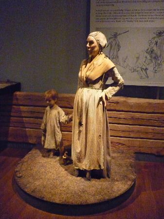 Armémuseum: The dutiful wife and child