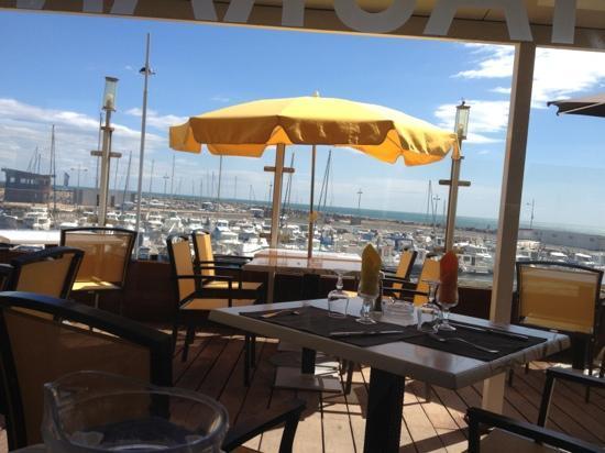 Le Crabe: la terrasse sur le port