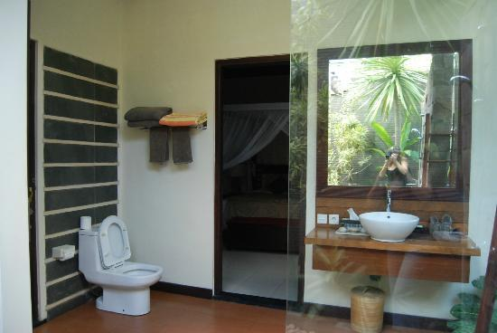 Rumah Santai Villas: Bathroom