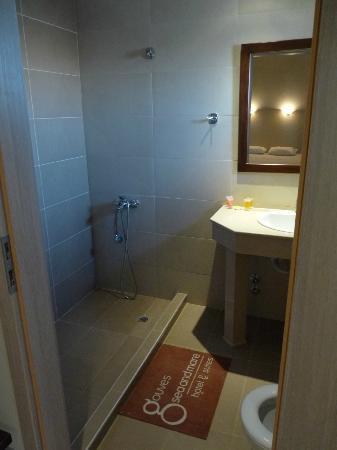 Gouves Sea and Mare Hotel & Suites : la salle de bain, avec douche à l'italienne