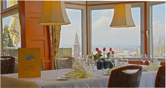 Dattler Schlossbergrestaurant: Wunderschönes Ambiente mit toller Aussicht