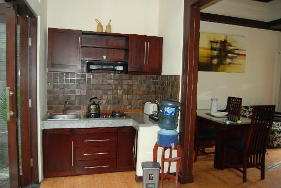 Rumah Santai Villas: Kitchen