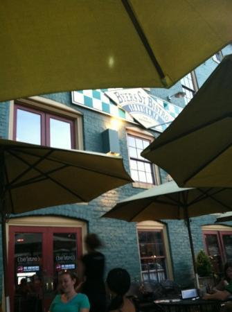 Byers Street Bistro : outdoor seating