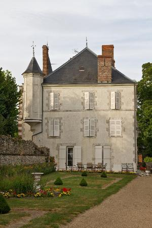 Chateau de Guignes : Viewed from the garden