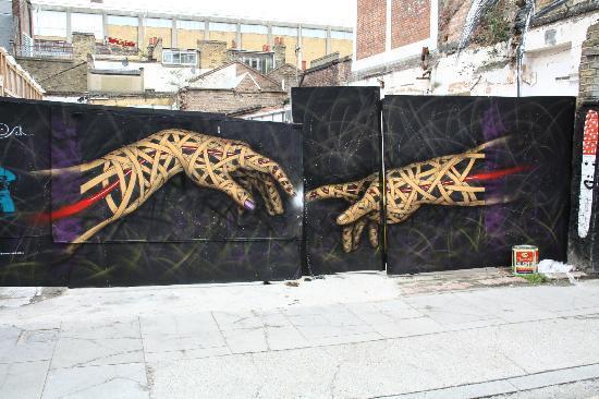 Brick Lane: Uno dei moltissimi murales della zona