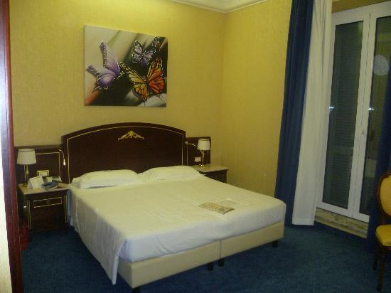 BEST WESTERN Hotel Mondial: Bedroom