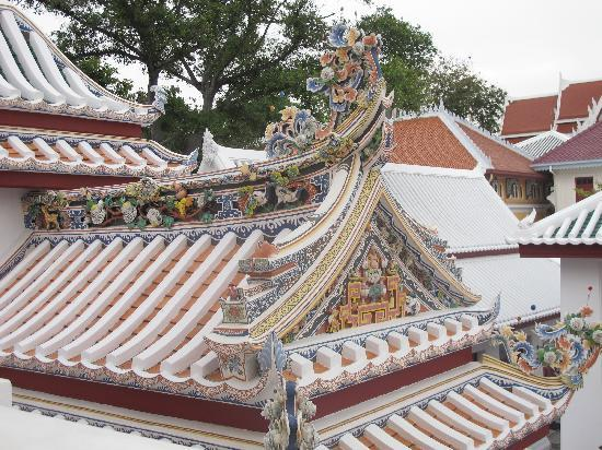 Wat Bowonniwet Vihara: Chinese architecture in the temple