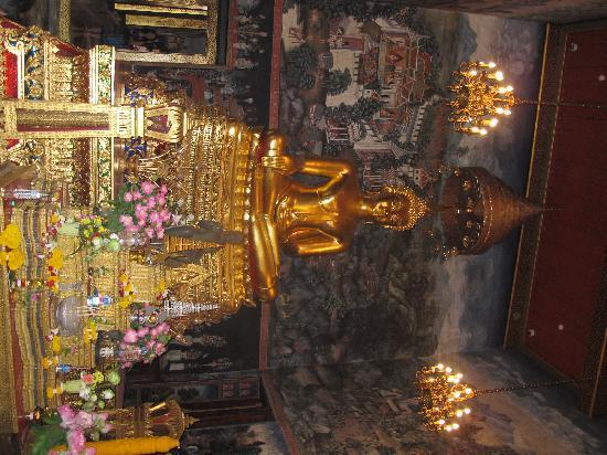 Wat Bowonniwet Vihara: the secred Image of Buddha