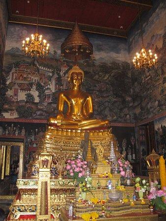 วัดบวรนิเวศวิหารราชวรวิหาร: the secred Image of Buddha
