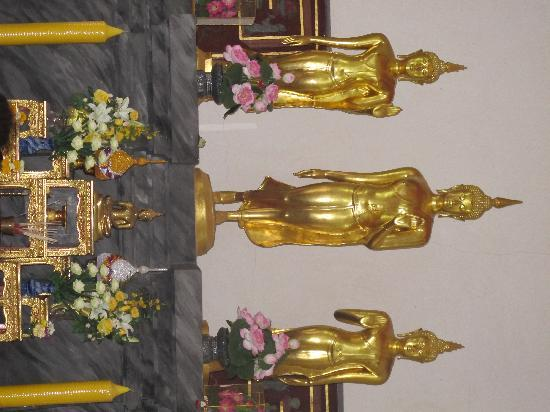 Wat Bowonniwet Vihara: the three Image of Buddhas