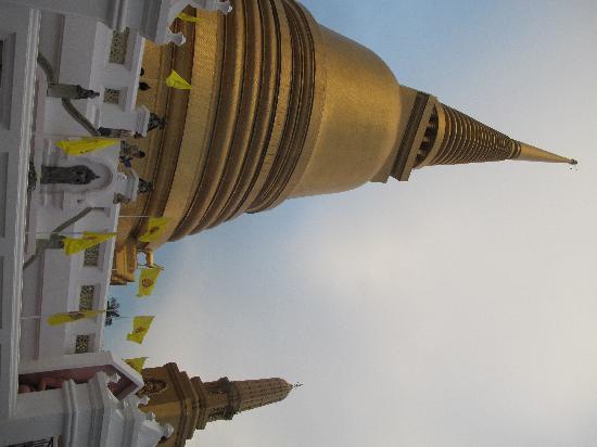 波穩尼威寺照片