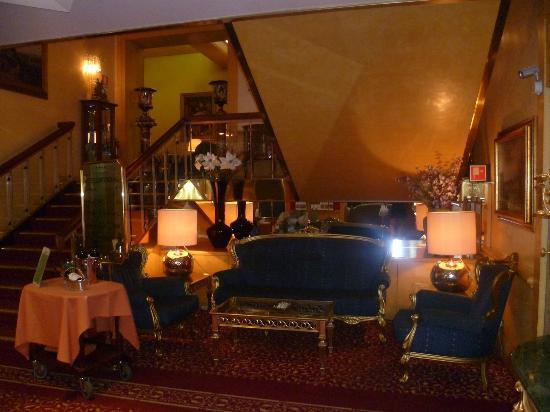 Hotel Mondial: Lobby