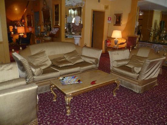 BEST WESTERN Hotel Mondial: Lobby