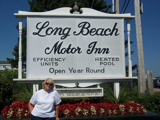 Long Beach Motor Inn: This is the sign to look for a great stay!