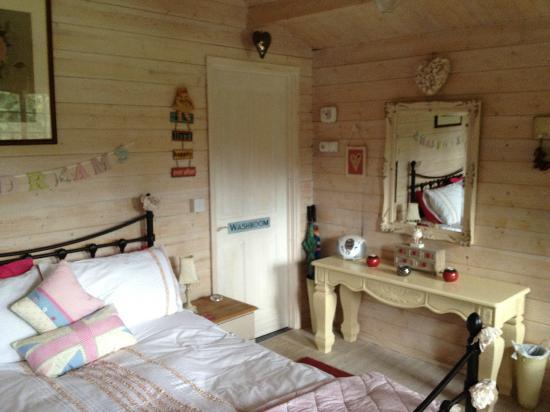 Blackbrook Lodge Caravan & Camp Site: Inside the Love Shack to washroom