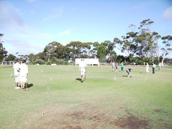 Hermanus Dorpshuys: Enjoy a game of croquet one block away
