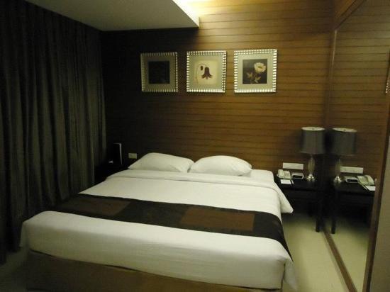 FuramaXclusive Sathorn: bed mattress, linen, pillows are comfortable and clean