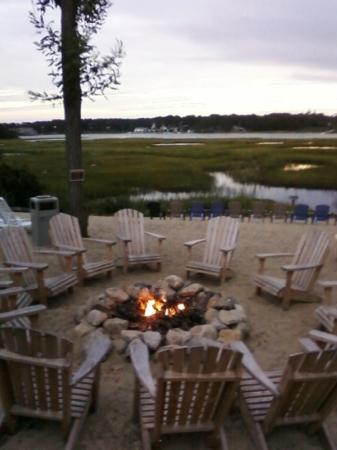 Bayside Resort Hotel: evening fire pit