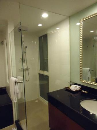 FuramaXclusive Sathorn: nice bathroom