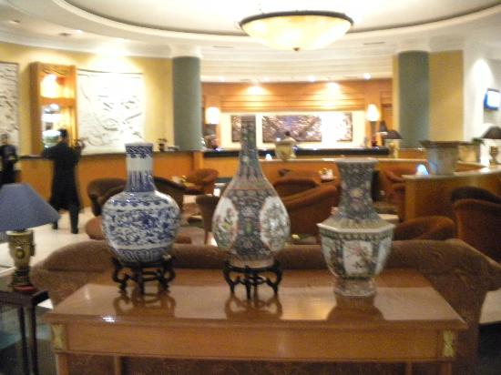 Grand Aquila Hotel Bandung: Decoración del lobby
