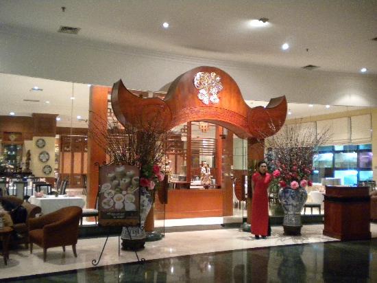 Grand Aquila Hotel Bandung: Ingreso al restaurante del Hotel