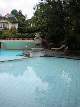 Grand Aquila Hotel Bandung: La piscina