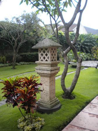 Grand Aquila Hotel Bandung: Decoracion de jardines