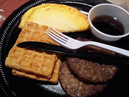 Homewood Suites by Hilton Virginia Beach/Norfolk Airport: horrible, cold breakfast