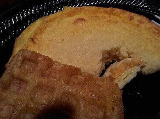 Homewood Suites by Hilton Virginia Beach/Norfolk Airport: cold uncooked fake omelets and frozen waffles