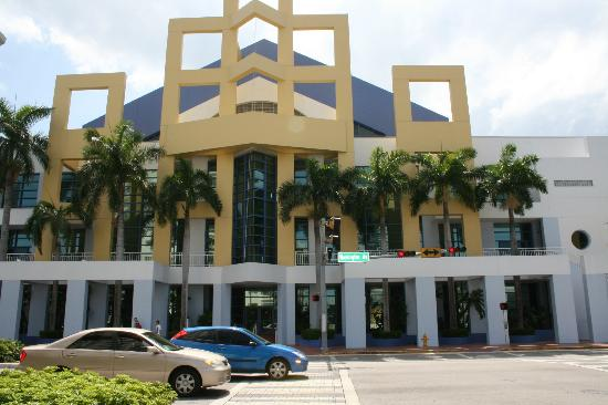 Miami Beach Convention Center: Wonderful Frontage