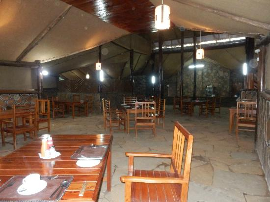 Kichakani Mara Camp: dining room