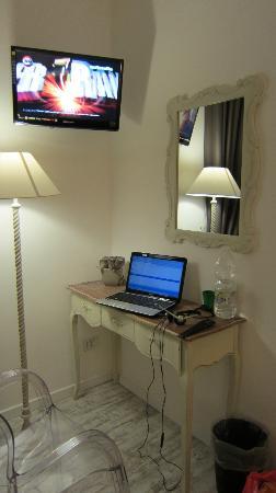 Domus Lina: Desk
