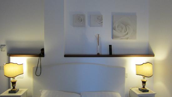 Domus Lina: Bed & lamps
