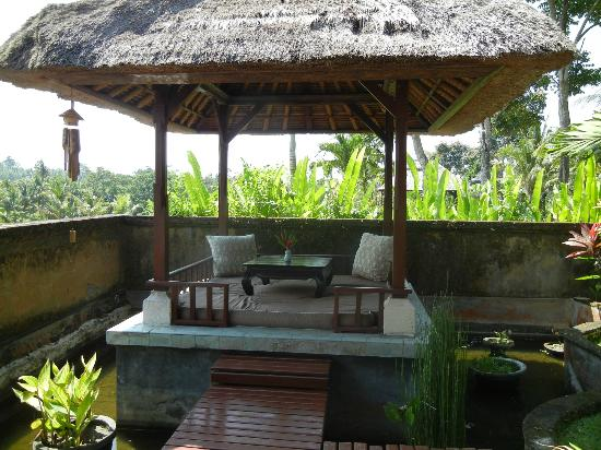 Mandala Desa: Private garden and dining area