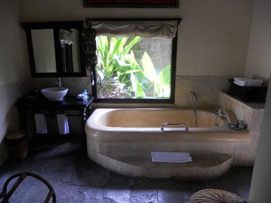 Furama Villas & Spa Ubud: View of garden from bath heaps of room for 2!