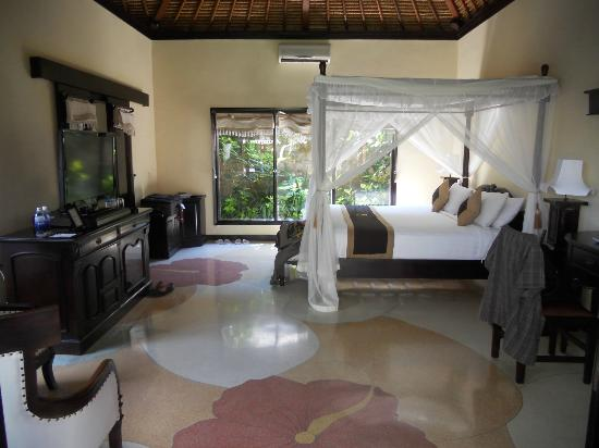 Furama Villas & Spa Ubud: Our very comfy bed