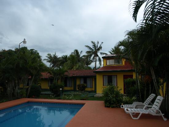 Hotel Villa Dolce: piscine et chambres