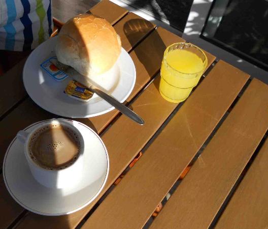Zeus Hotel: Sparce Breakfast