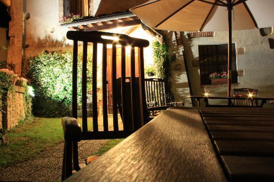 Hotel Vecchio Asilo: Giardino/Garden