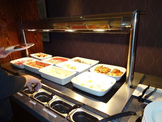 Premier Inn Edinburgh Park (The Gyle) Hotel: Part of the breakfast buffet