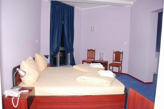 Car Hotel: Double bed room