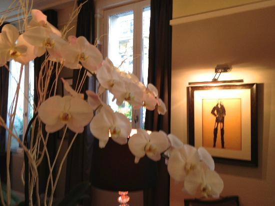 Villa Madame: Many beautiful fresh flowers adorn the hotel interior