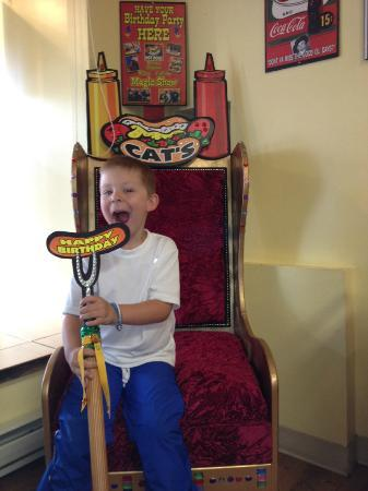 Cat's Incredible Hot Dogs: The Birthday throne, cute