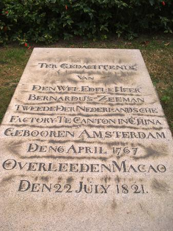 Old Protestant Cemetery: Dutch Graves 8