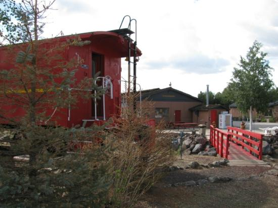 Canyon Motel & RV Park: Caboose, looking towards office