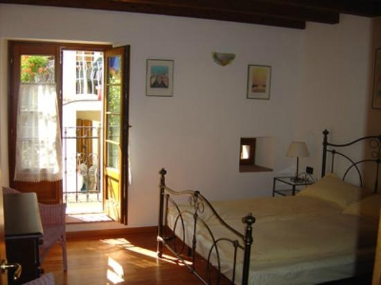 """Agriturismo Al Lambic: Bedroom of the apartment """"Il Gelso"""""""