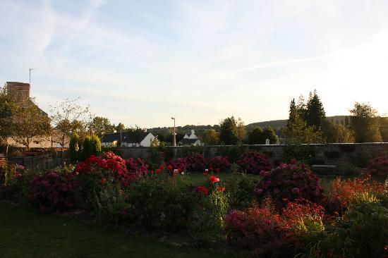 La Maison du Bocage: View of the garden/court yard